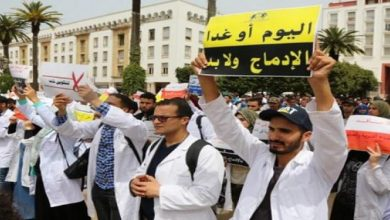 Photo of الأمن في مواجهة مسيرة للأساتدة على الأقدام بسيدي بنور